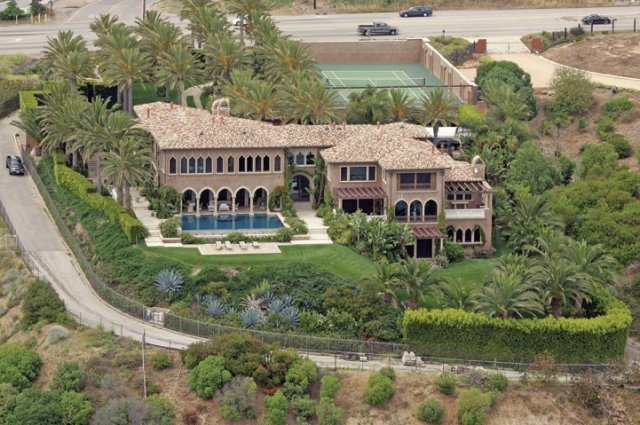 01-cher-malibu-mansion