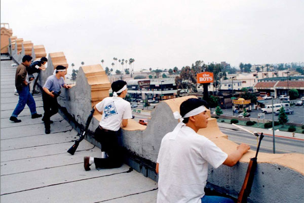 02-koreans-on-roof