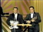 07-waylon-jennings-on-johnny-cash-show