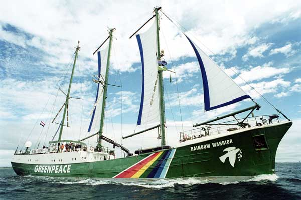 02-rainbow-warrior-greenpeace