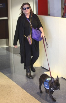 01-carrie-fisher-and-dog
