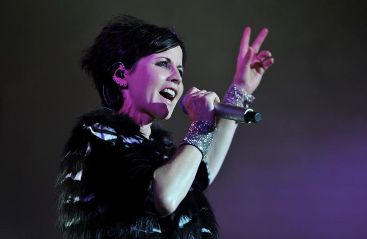 01-Cranberries-singer-RIP