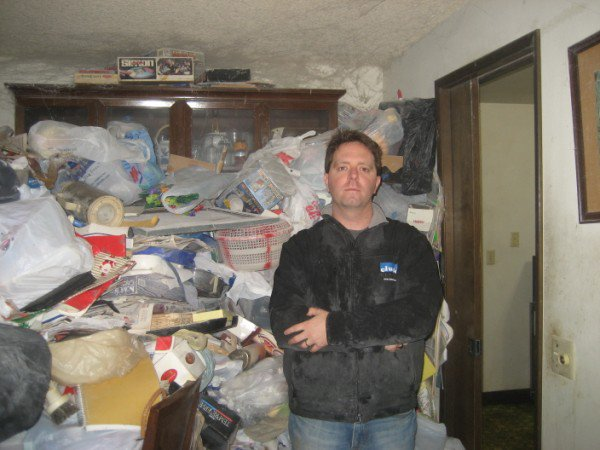 08-matt-in-hoarder-house