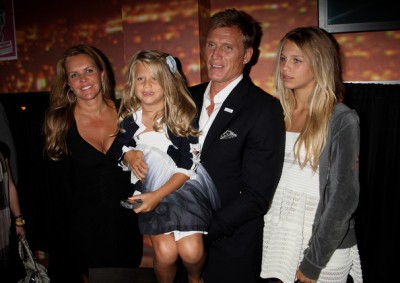 06-lundgren-with-family