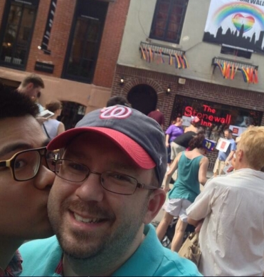 06-gaywalking3