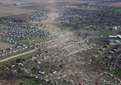 09-illinois-tornado