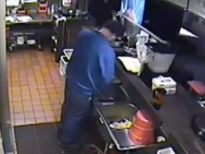04-pizza-hut-employee-urinates