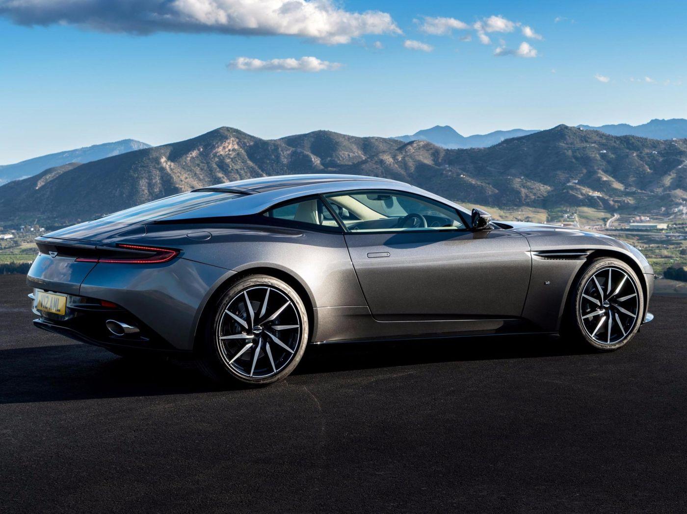 09-Aston-Martin-2_1.jpg