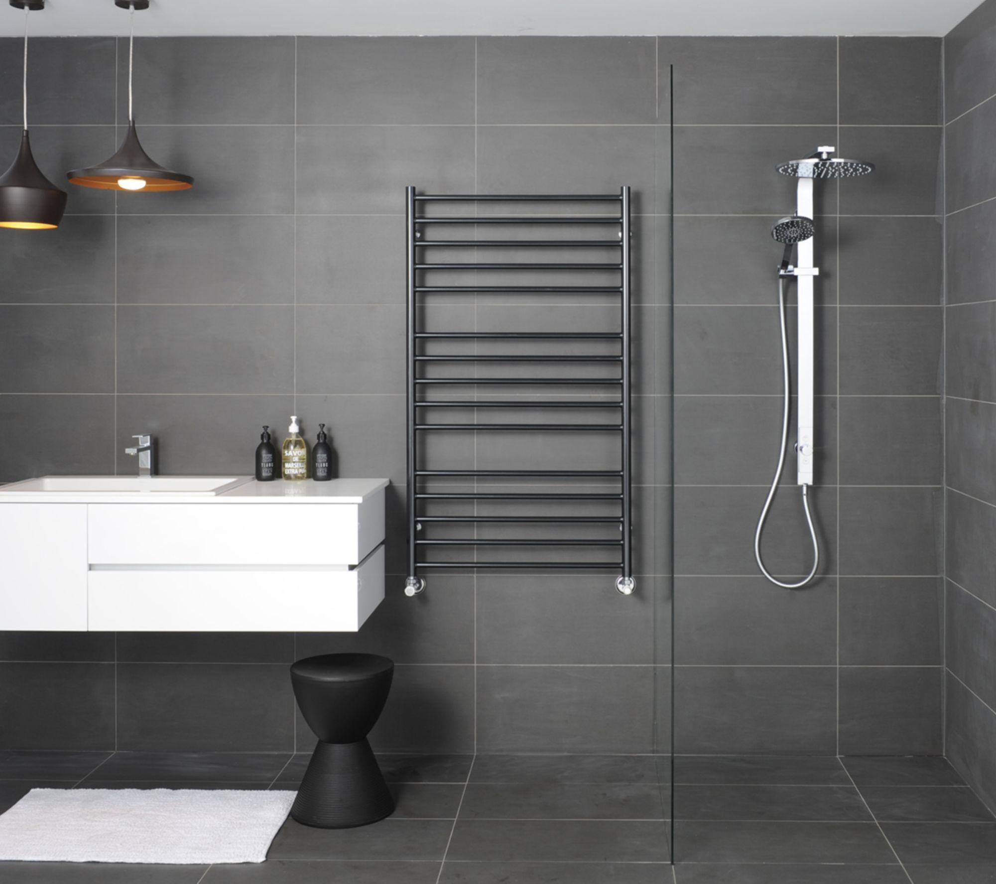 06-water-heated-towel-rack