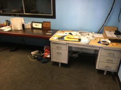 02-Unorganized-Office-2