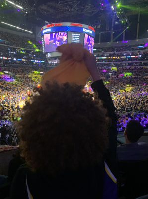 04-Lakers-Dude-Afro-Flag-Wave